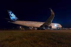 Airbus_A350-941_F-WWYB_Airbus_D700149a