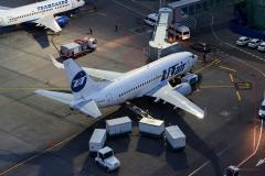 Boeing_737-524_VP-BXZ_UTair_D804826